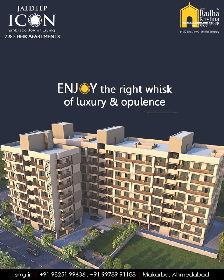 Embrace an iconic lifestyle to enjoy the right whisk of luxury & opulence.  #SampleFlatReady #2and3BHKApartments #Amenities #LuxuryLiving #ShreeRadhaKrishnaGroup #Makarba #Ahmedabad https://t.co/Lo0cTvcHh8