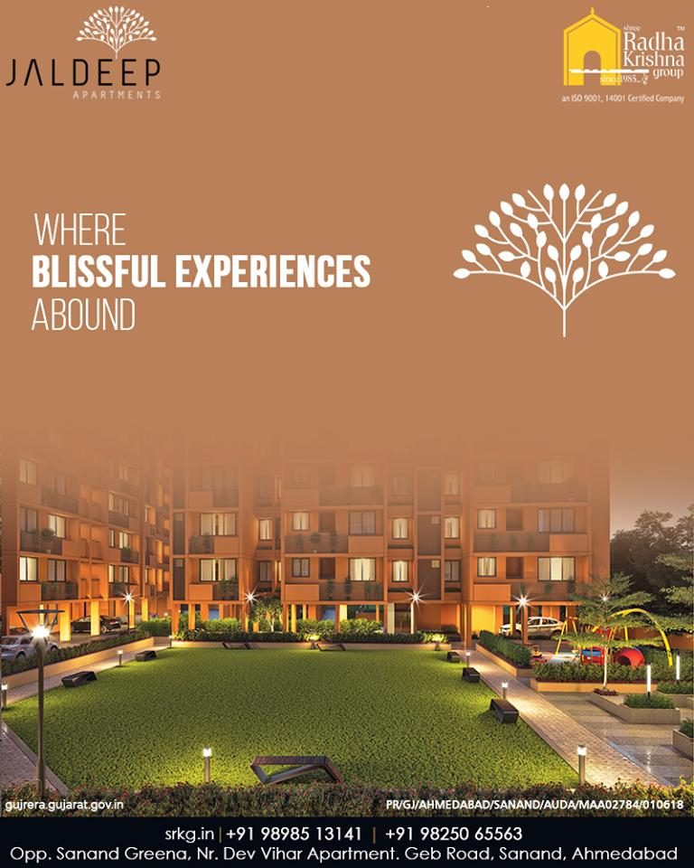 Boasting of stunning views and impeccable designs #JaldeepApartment is more than an opulent address where blissful experiences abound.  #IconicLiving #LuxuryLiving #ShreeRadhaKrishnaGroup #Ahmedabad #RealEstate #SRKG #IconicApartments https://t.co/AewuSEVYen